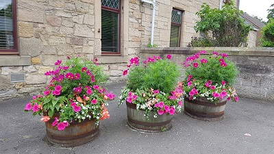 Planters at Stockbridge Farm on Falkirk Road